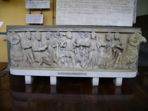 Памятник палеохристианского искусства. Саркофаг IV века.