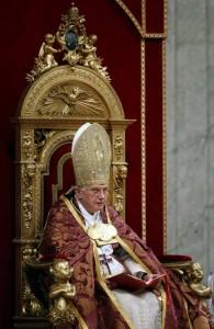 Бенедикт XVI во время первой Вечерни Адвента 2009