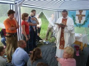 Таинство Крещения в летнем лагере общины Малый Ковчег