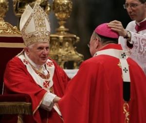 Папа возлагает паллий