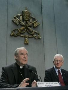Кардинал Пауль Йозеф Кордес и Ганс-Герт Пёттеринг во время презентации послания Бенедикта XVI на Великий Пост 2010 года