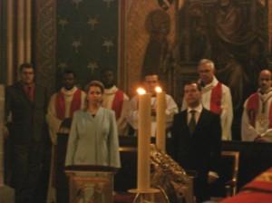 Президент Дмитрий Медведев с супругой во время молитвы перед Терновым венцом