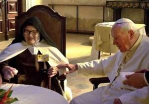 Папа Иоанн Павел II и сестра Мария Лусия душ Сантуш