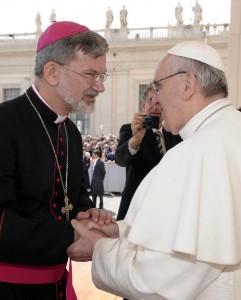 Папа Франциск и епископ Клеменс Пиккель. Общая аудиенция, 10 апреля 2013 г.