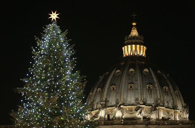 В Ватикане прошла презентация рождественской ели и яслей