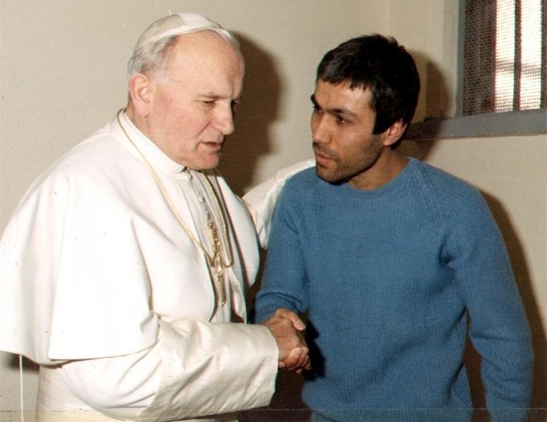 Али Агджа посетил могилу св. Иоанна Павла II