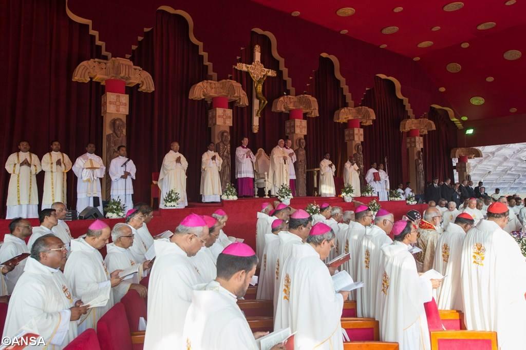 События второго дня пребывания Римского понтифика в Азии: Шри-Ланка получила своего первого святого