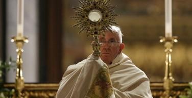Папа: «Дабы не разлучиться, вкусите Тело, соединяющее вас»