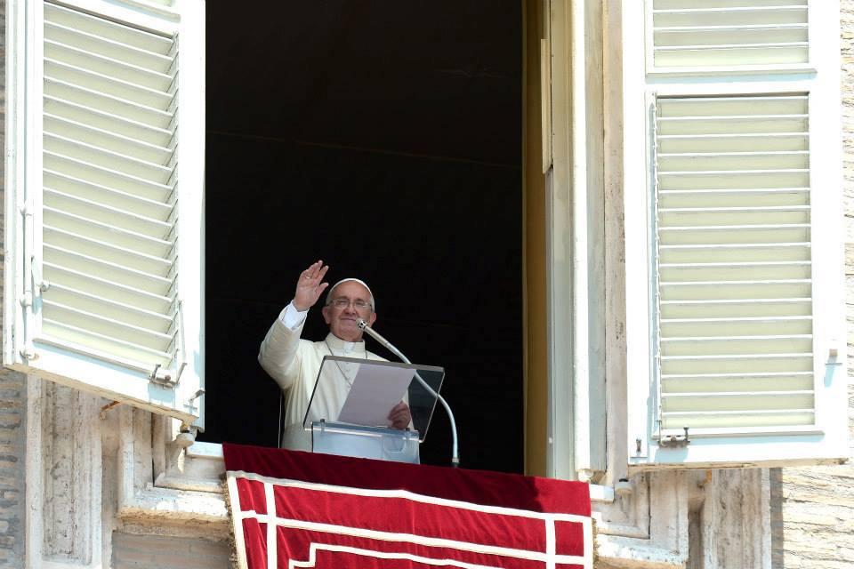Папа Франциск перед Angelus 31 мая: Крещение делает нас сопричастниками тайны любви и общения Пресвятой Троицы
