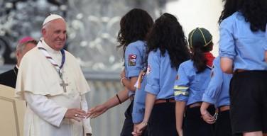 Папа призвал ценить женщин и противостоять антисемейной идеологии