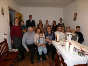 Общее фото на Рождество 2013 г. С прихожанами - священник Мелихар Репка и диакон Владимир Дегтярев