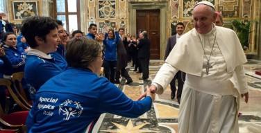 Папа встретился со спортсменами-инвалидами: любить жизнь со всеми её ограничениями