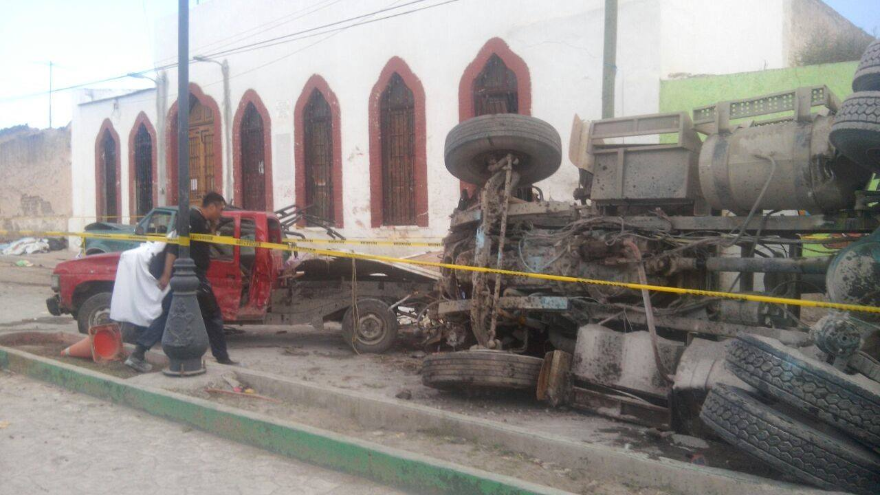 В Мексике врезавшийся в толпу паломников грузовик убил 16 человек