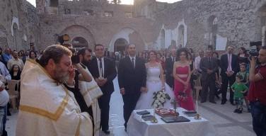 Молодые сирийцы обвенчались в руинах разрушенной боевиками церкви