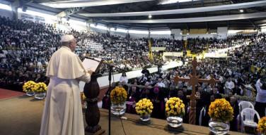 Ватикан предостерегает от политизации деятельности Папы Франциска