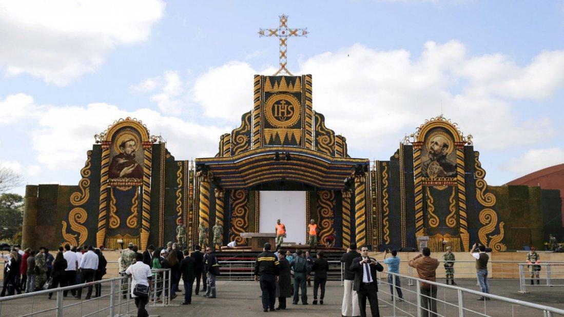 Как готовили к приезду Папы знаменитый парагвайский алтарь (фото)