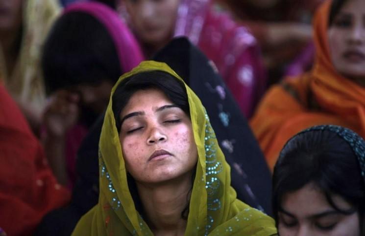 Статистика: в Пакистане ежегодно около тысячи девушек насильно обращают в ислам