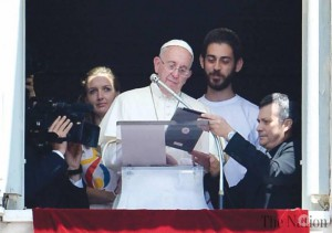 pope-signs-up-world-youth-day-using-ipad-17788449