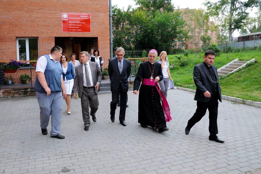 Мэр Новосибирска Анатолий Локоть посетил благотворительные проекты «Каритас»