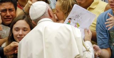 Папа: вступившие в повторный брак христиане остаются частью Церкви