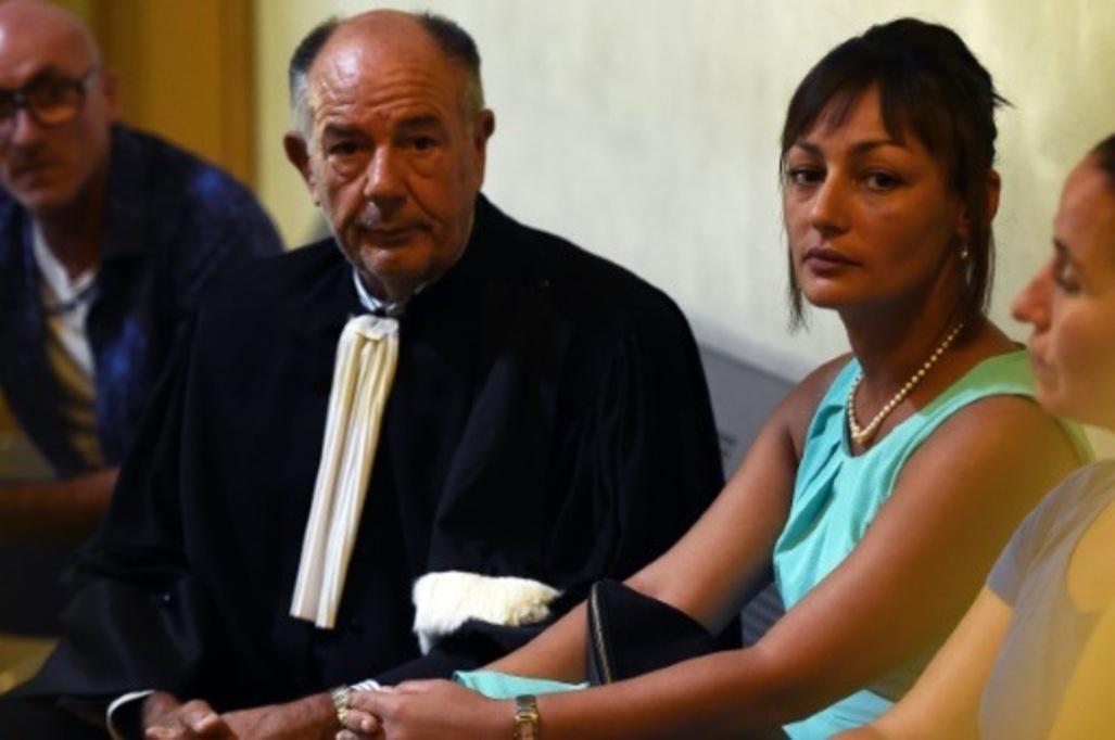 Во Франции сотрудницу мэрии осудили за отказ связать узами брака двух женщин