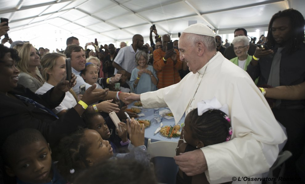 Понтифик встретился с бездомными американского мегаполиса