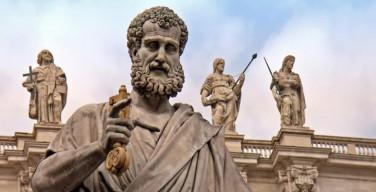 Ватикан отказал трансгендерам в праве быть крёстными