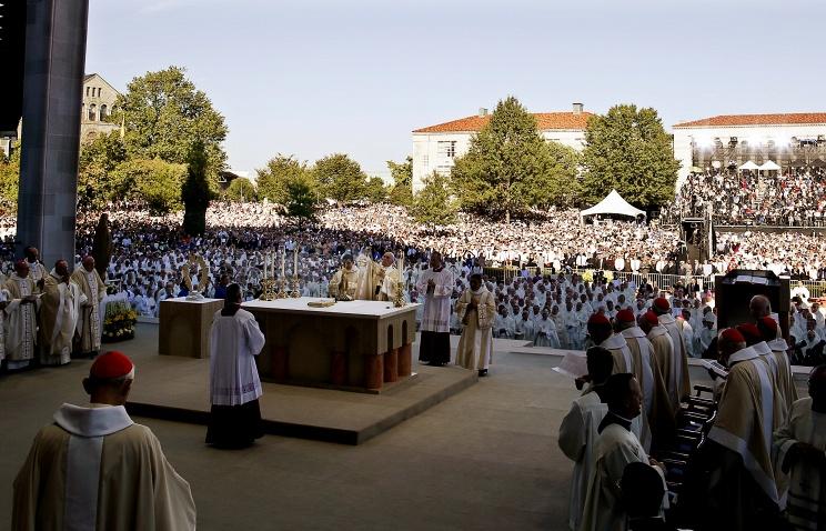 Свыше 25 тыс. человек присутствовали на мессе, которую отслужил Папа Римский в Вашингтоне  (+ ФОТО)
