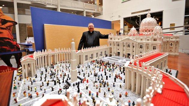 """В американской Москве католический священник построил модель Ватикана из конструктора """"Lego"""""""