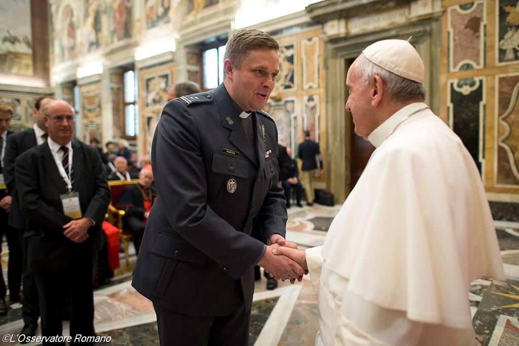 Папа – военным капелланам: не свыкаться с идеей, будто война неизбежна
