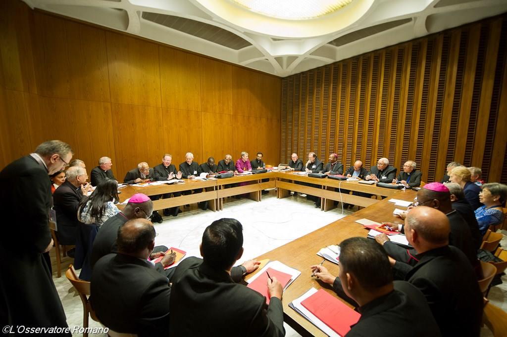 На Ассамблее Синода Епископов обсуждался вопрос о том, можно ли сегодня рукополагать женщин во священники и диаконы