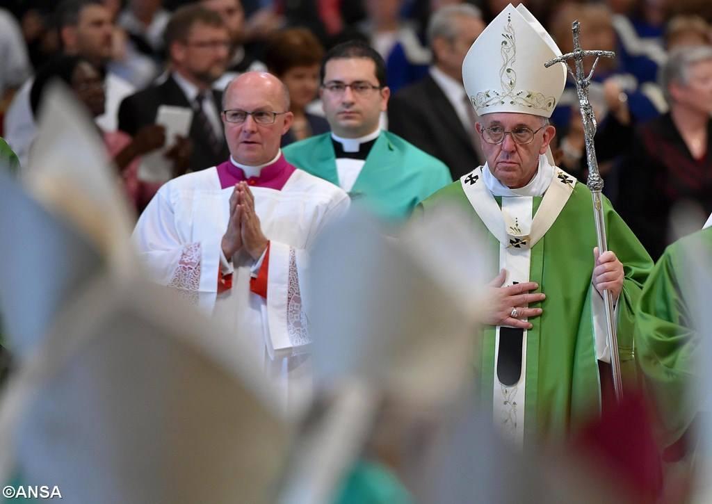 Ватикан: Синод по делам семьи завершил свою работу