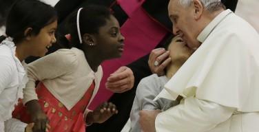 Папа Франциск: Обществу и Церкви нужна мощная доза «семейного духа»
