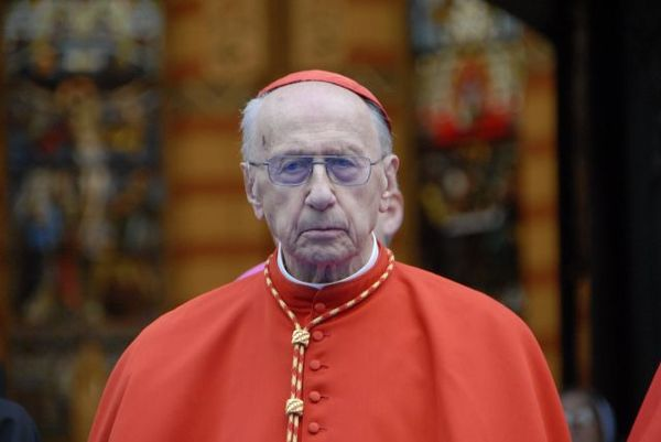 Папа Франциск навестил в больнице кардинала Эчегарая