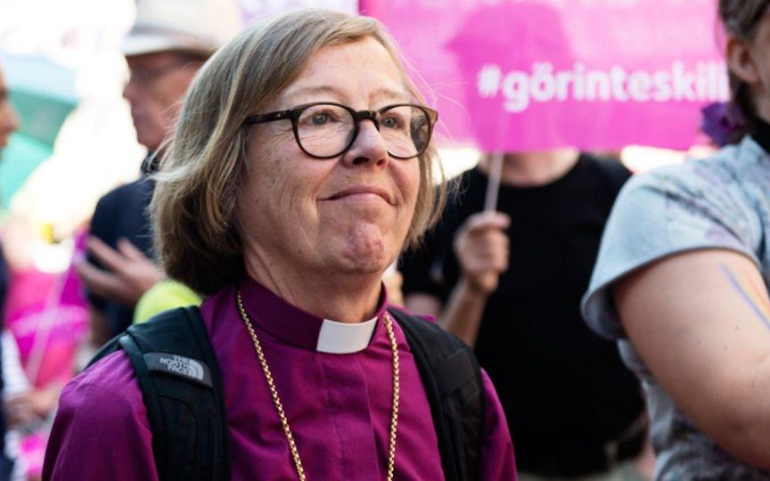 Первая в мире епископ-лесбиянка призвала убрать кресты с куполов церкви в Стокгольме, чтоб не обижать мусульман