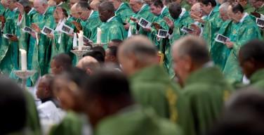 Папа на Мессе завершения Синода: сейчас — время милосердия и приятия