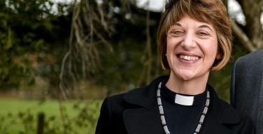 Англиканская женщина-епископ заявила, что люди должны перестать называть Бога «Он»