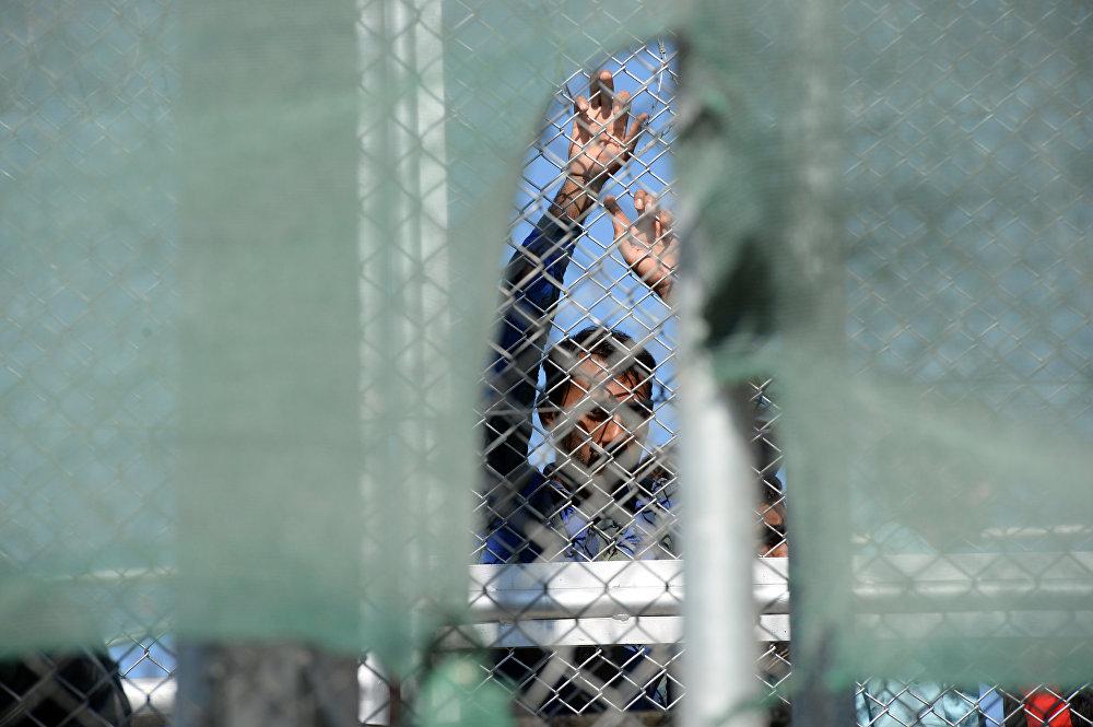 СМИ: США принимают тысячи беженцев-мусульман, но выдворяют христиан