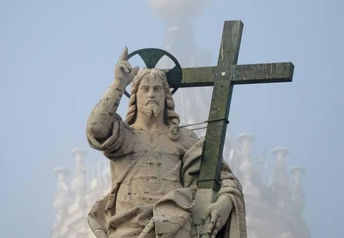Туман над колоннами San Pietro (ФОТО)