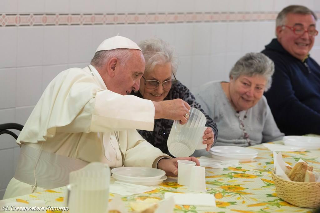 Во Флоренции Папа встретился с больными и разделил трапезу с бедными