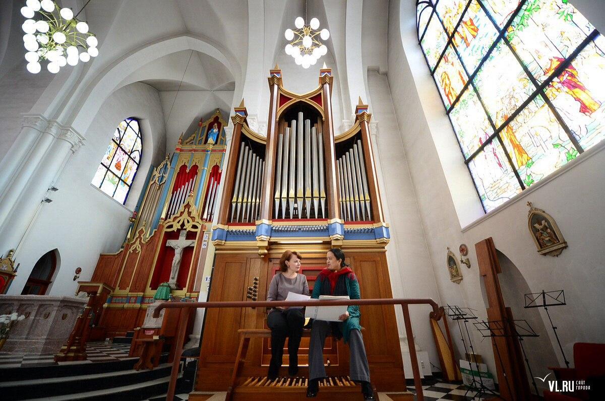 Инаугурация короля: в католическом храме Владивостока представили новый орган