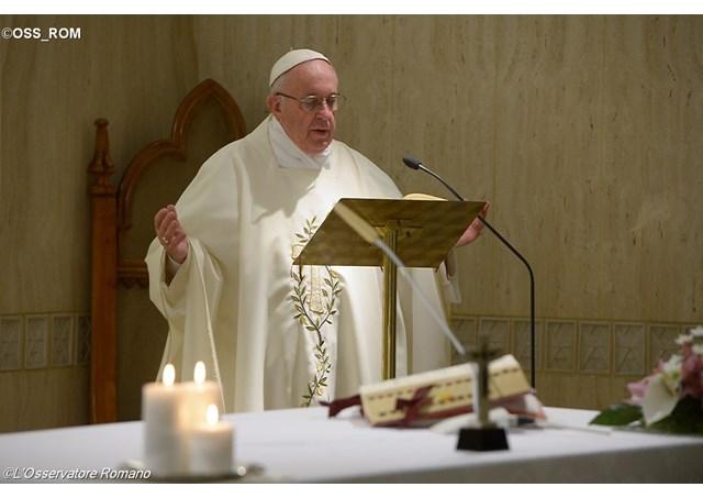 Проповедь Папы Франциска на Мессе в Доме Св. Марфы во вторник 17 ноября: христианин не должен вести двойную жизнь