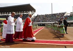 Месса на стадионе в Банги