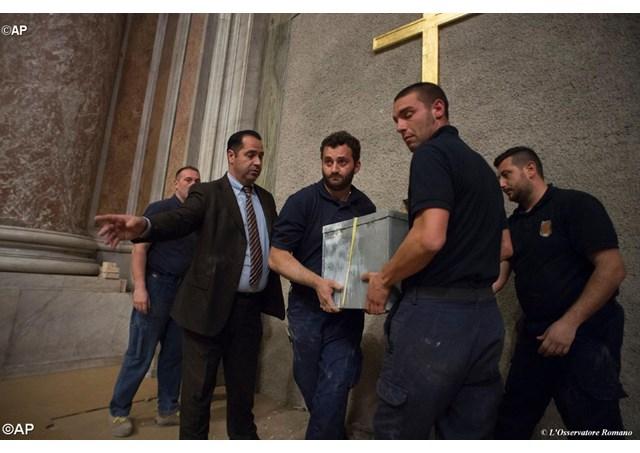 Прошла процедура «поверки святых врат» в базилике Св. Петра