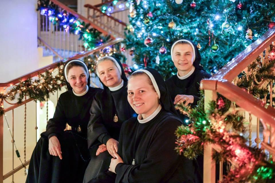В преддверии Рождества всё чудесным образом становится праздничным, даже работа