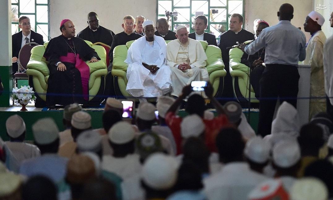 Кардинал Филони: пусть мусульмане также откроют Святые врата Милосердия
