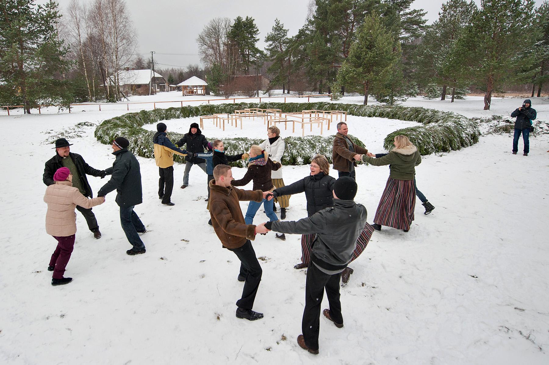Гигантский венок Адвента установлен в Латвии