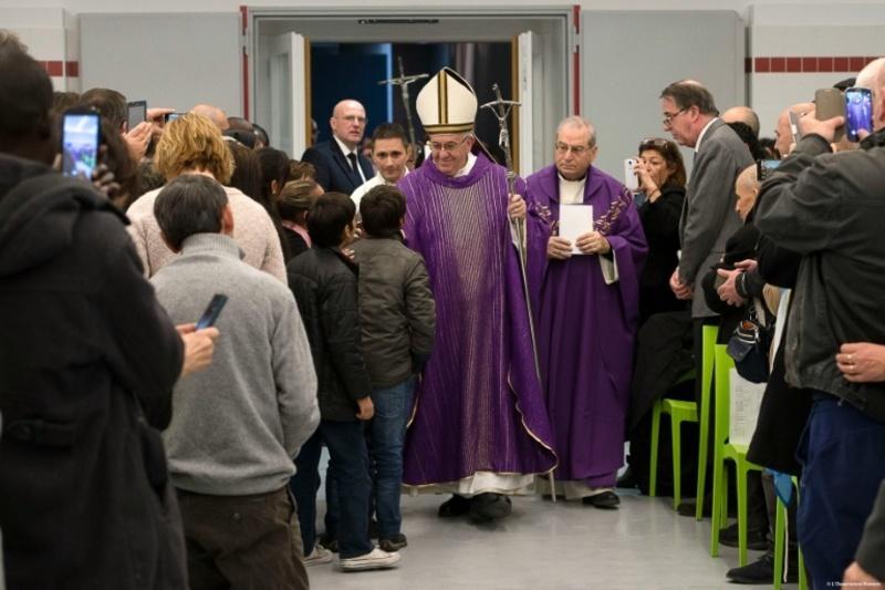Папа открыл Святые врата в римском приюте «Каритас» (+ ВИДЕО)