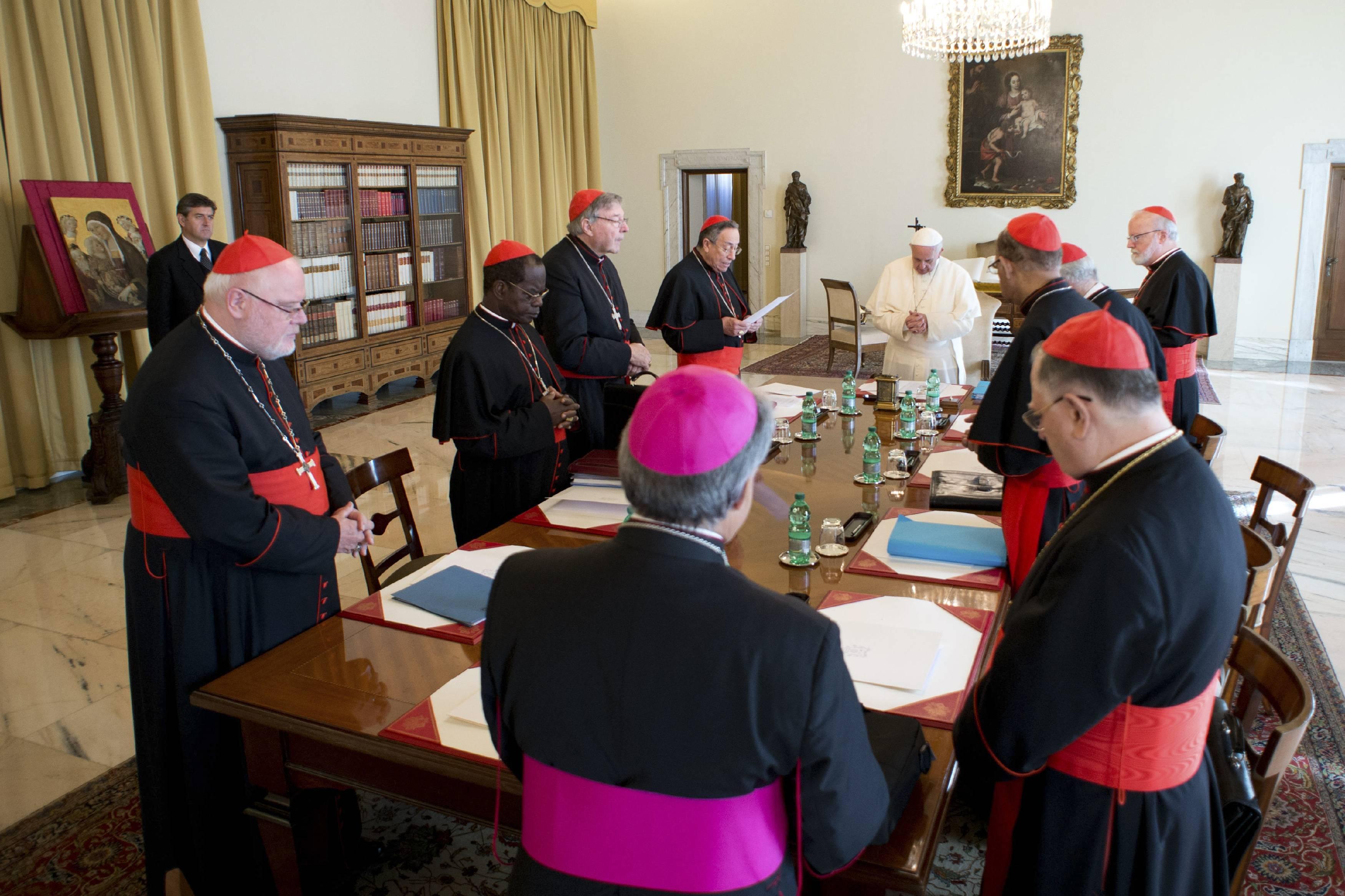 Совет кардиналов завершил заседание в Ватикане