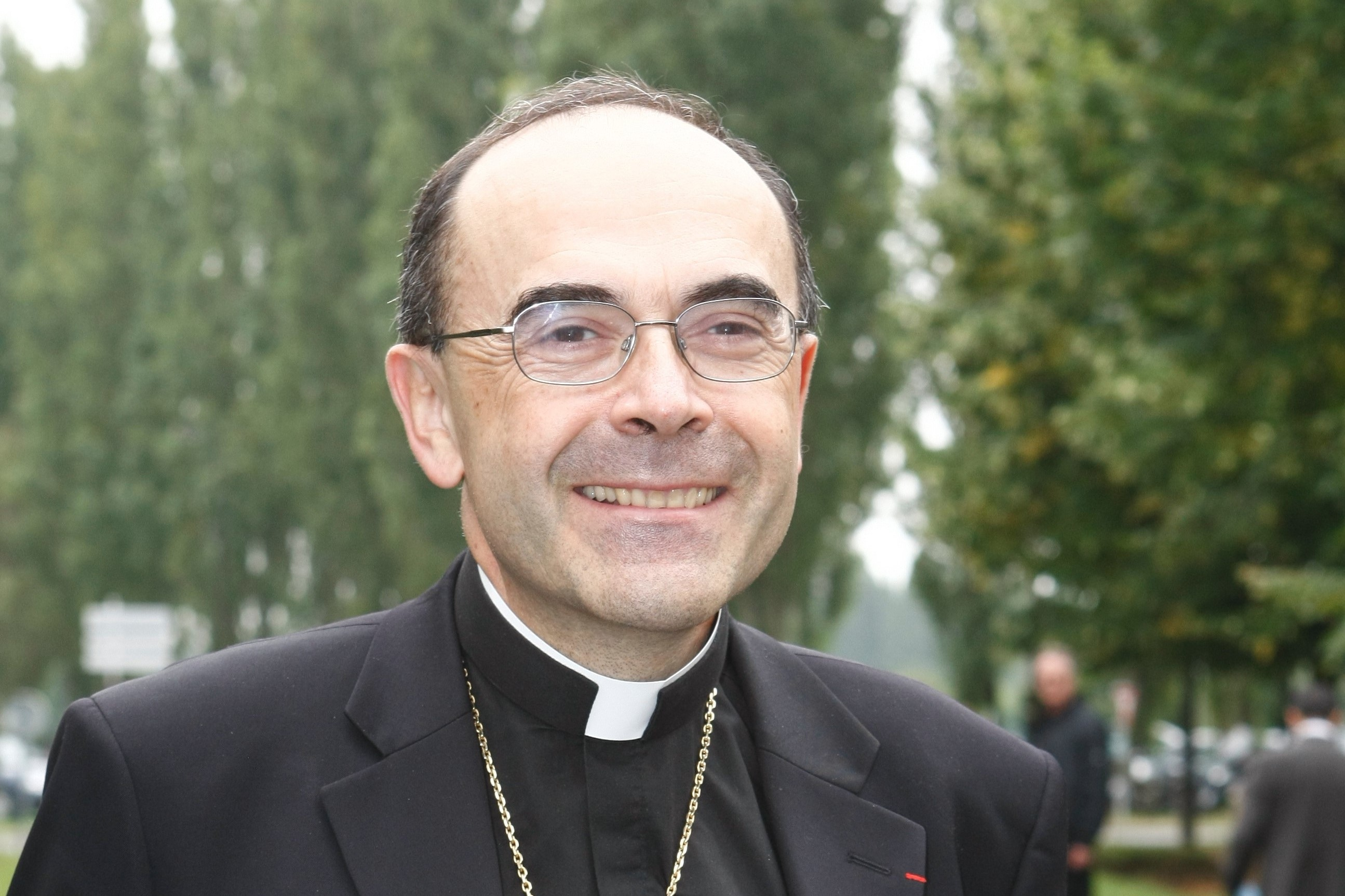 Французский кардинал принял дисциплинарные меры в отношении священника, который провел параллель между террористами и их жертвами